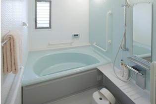 一人の入浴にちょうど良い広さの個人浴室